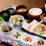 酒邸 吟乃香 - 豪華なランチ『吟乃香御膳』※食後のデザート&コーヒーが付き、御飯と粕汁はおかわりが1回無料です。