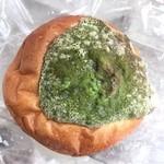 69188137 - 抹茶カスタードクリームパン 280円(税抜き)