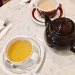 CAFE NIKO - HOTカフェオレとダージリンティー それぞれお菓子とセットで@450円