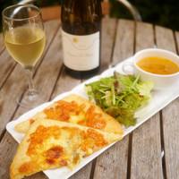 ボン モマン - イートインランチ限定「焼立てピザパイークワトロチーズ」