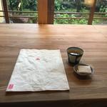 AWOMB祇園八坂 - メニューとお茶