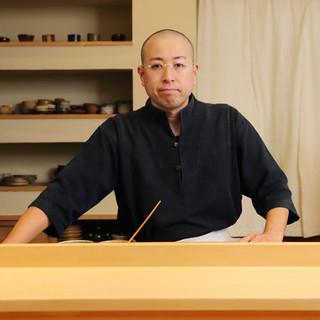 久田和男氏(ヒサダカズオ)―磨き抜かれた技が光る革新的な寿司