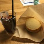 キングベークナチュラル - テイラードのアイスコーヒーと( ´ ▽ ` )ノ