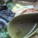 梅軒 - 塩トントロラーメンのスープ