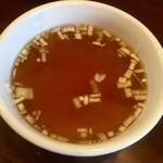 69204759 - チャーハンにはスープがついてくるんですね。
