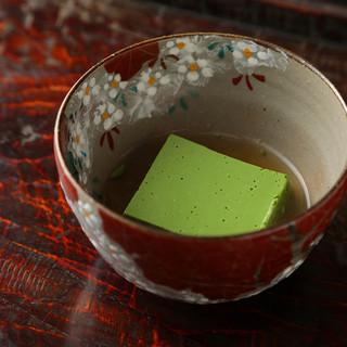 抹茶を「食べる」という発想の日本料理