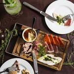 いろいろお肉とフォアグラブリュレの欲張り前菜盛り合わせ