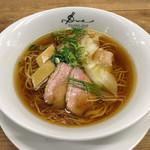 ラーメン ドゥエ エド ジャパン - 「醤油らぁ麺〜小豆島のオリーブオイルの香り~」1000円