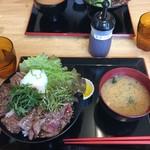 ドンブリ アサダ - ステーキ丼