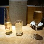北浜 やきとり うえ田 - スパークリングワイン、能勢ジンジャエール