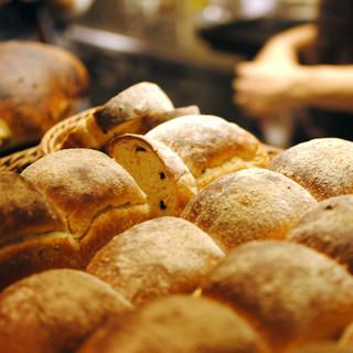 【大人気】毎日18時に焼き上がる自家製パン
