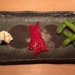 串揚げ 依知川 - 季節の前菜3種(クリームチーズ、パプリカ、枝豆)