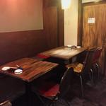 鉄板屋 どらんく - テーブル2名席。4名席。