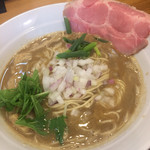 煮干し豚骨らーめん専門店 六郷 - 料理写真:煮干し豚骨