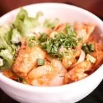 沖縄居酒屋 パラダヰス - 鶏もものハイサイミソ焼