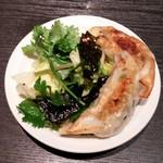 69226055 - 焼き餃子+パクチーサラダ