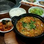 焼肉 和 - 牛すじ鍋ランチ:580円