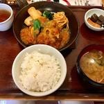 満天食堂 - 夏限定メニューの「夏野菜と野菜ゴロゴロサルサソースのハンバーグ定食」(長いっ!)