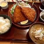 満天食堂 - 相方チョイスの「自家製タルタルソースで食べるサクサク揚げたてアジフライ定食・豚汁」(これも長っ!!)