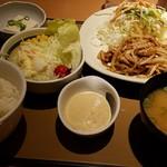 69229344 - 豚の生姜焼き定食630円+野菜サラダ150円