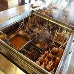 ばん - 中央のおでん鍋。四方を囲んで食事できる。
