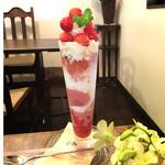 ジゅんベリーCafe - さくらんぼパフェ