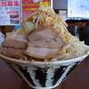 りょう二郎 - 料理写真:背脂豚骨醤油ラーメン(白、大盛、野菜増し、ニンニク)