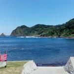 69233409 - 店から眺める海(1)