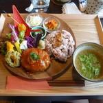 カフェ 七色の風 - ランチプレート(ハンバーグ)