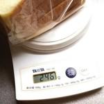 藤ノ木 - 食パン半斤端っこ付き計量。