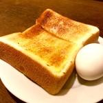 cafe&dining marina  - トーストとゆで卵。トーストはバターの風味が良い。