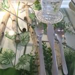 カズノリ イケダ アンディヴィデュエル - ガラスのおしゃれなカウンターテーブル