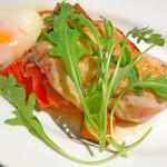 ロサンジェルス バルコニー テラスレストラン&ムーンバー - コクレのグリル ラタトゥイユと温玉添え