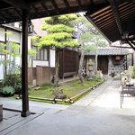 夢空間 はしまや - 呉服商を営んできた楠戸家は、母屋をはじめ、米蔵・炭蔵・道具蔵・塀が登録文化財になっているそうです。