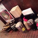 ラーメンTAIZO - 豊富なサービス品。辛子高菜、紅ショウガ、ゴマ、コショウ、塩他あります。
