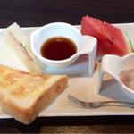 喫茶 花水木 - 料理写真:無料のモーニングセット。これにゆで卵が付きます。