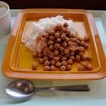港区役所 レストランポート - うん!タレがほぼ無し。 ヒヨコ豆のカレーでは無くカレー味のヒヨコ豆ご飯って感じ。美味しくなさそう。