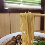 中華そば 春陽軒 - 細めのストレート麺。