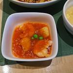 69245499 - エビとジャガイモのチリソースの小鉢