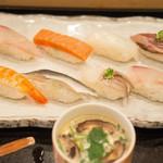魚いち - 特盛1000円 寿司って値段に間違いなく比例するよね!サケがサケのような味がする何かだった。。寿司飯は美味い。