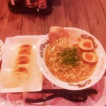下町ラーメン わんたーれん - 和歌山ラーメンと一口餃子