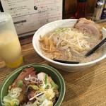 ビストロde麺酒場 燿 - らーめんセット。ミニチャーシュー丼用にマヨネーズが付いてきました('17/06/28)