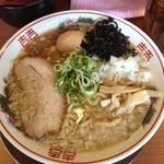 吟醸煮干 灯花紅猿 - 煮卵入り煮干しラーメン850円