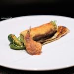レストラン ラ・フロレゾン・ドゥ・タケウチ - スペイン産鶉のファルシーとマスタードのクルートのアンサンブル  オニオンヌーボーと芽キャベツを添えて 薫り高いジュのソース