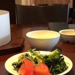 レッフェル - 中華風スープとサラダ等