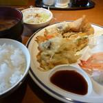 レストランかもしま - 天ぷら(こんにゃく、ごぼう、にんじん、かぼちゃ、玉ねぎかき揚げ、寿司いなり、えび、いか各2貫)