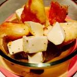 MEALS - 料理写真:桃とモッツァレラチーズのサラダ