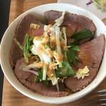 肉のじゃすとみーと - ローストビーフ丼