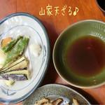 源智のそば - 山家天ざる(大盛/1700円)♪ 季節野菜の天ぷらが先に出てくる。軽い衣でさっくり揚がった天ぷらは中々のお味☆彡