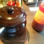 豚骨らーめんKAEDAMA - チーズ壺飯 ¥290 辛ダレが添えられて来ます。